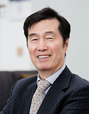 Invited Professor 사진