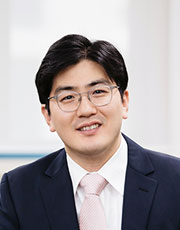 Assistant Professor 사진